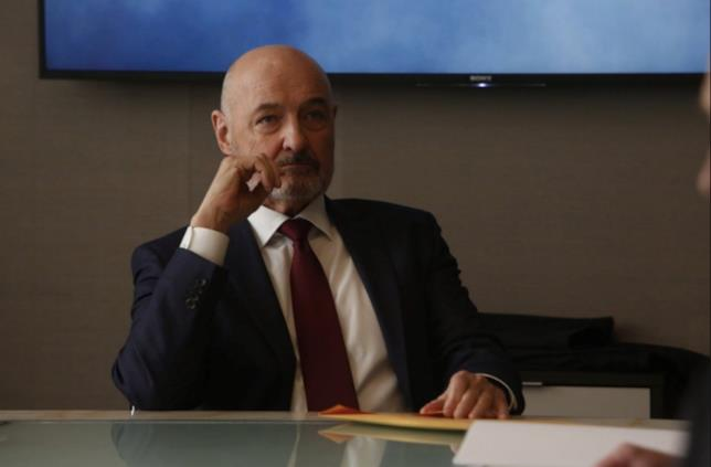 The Blacklist: Redemption, Howard Hargrave in riunione