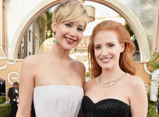 Primo piano di Jessica Chastain e Jennifer Lawrence