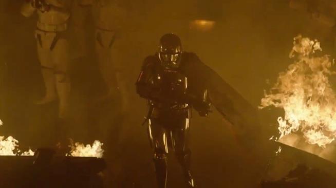 Captain Phasma tra le fiamme