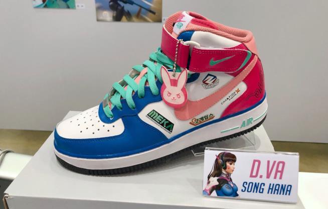 Le scarpe fan-made dedicate a D.Va di Overwatch