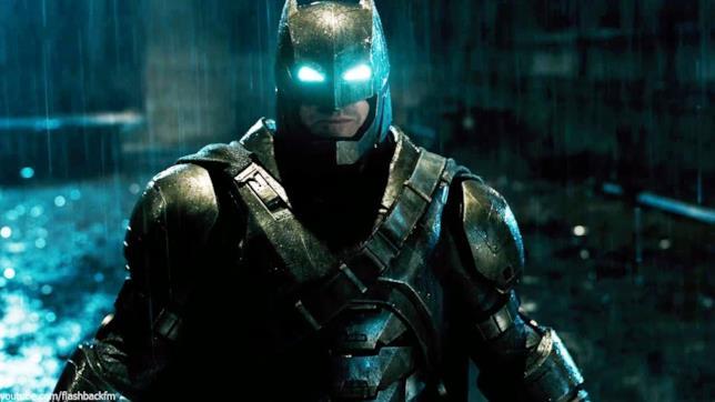 Mezzobusto di Ben Affleck in armatura e occhi luminescenti