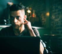 Rami Malek nei panni di Elliot Alderson in Mr. Robot