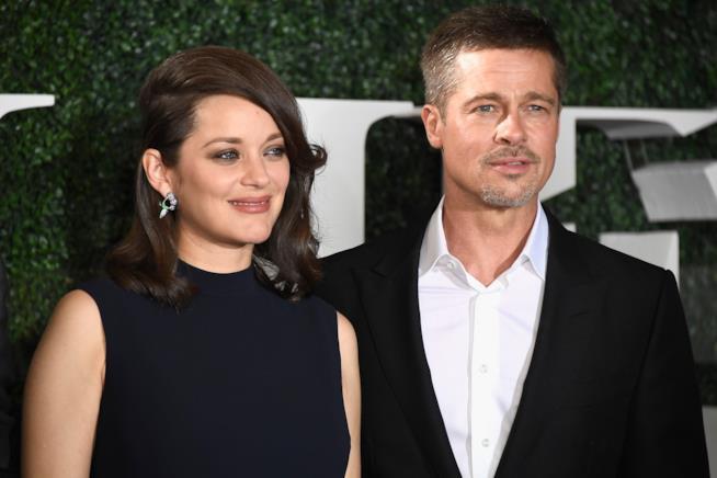 Primo piano di Brad Pitt e Marion Cotillard
