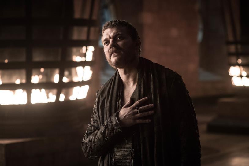 Euron Greyjoy con la mano sul cuore