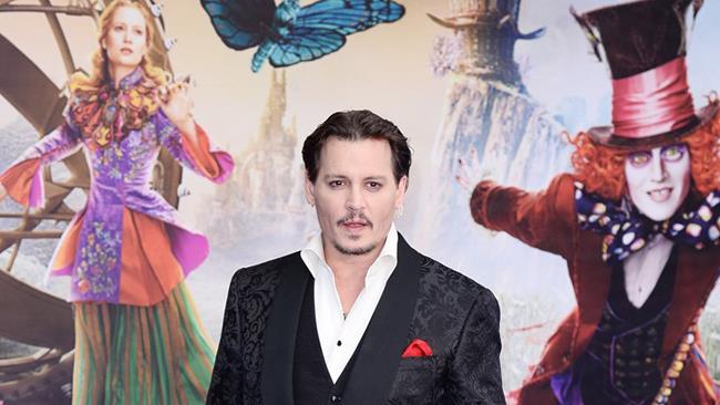 Johnny Depp alla presentazione di Alice Attraverso lo Specchio