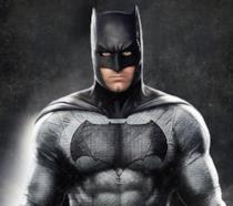 Ben Affleck vestito da Batman con sfondo nero