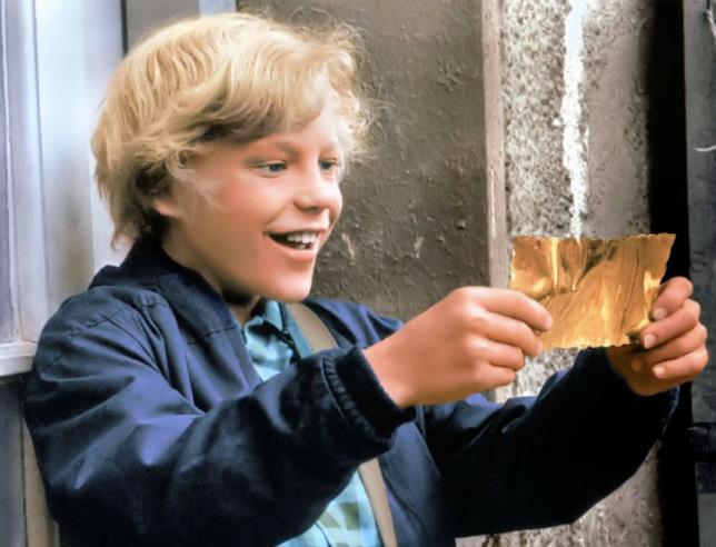 Charlie Bucket trova il biglietto d'oro
