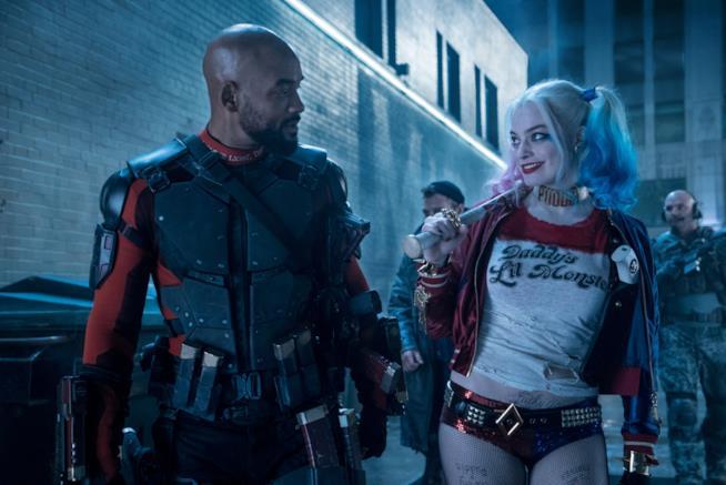 Will Smith e Margot Robbie in una scena del film