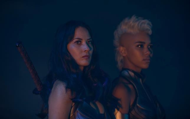 Psyclocke e una giovane Tempesta in X-Men: Apocalisse