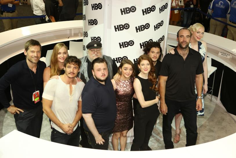 George RR Martin col cast di Game of Thrones