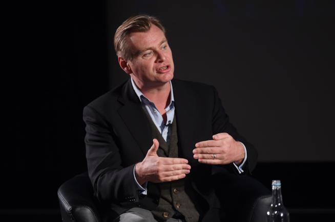Nolan parla a un evento pubblico