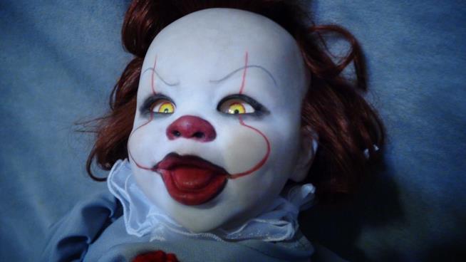 Pennywise è anche una bambola, e non vi farà più dormire sogni tranquilli