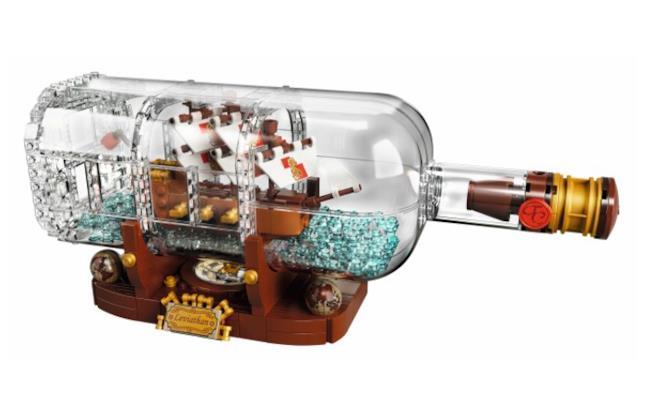 Primo piano del nuovo modello LEGO per la linea Ideas: Ship in a Bottle