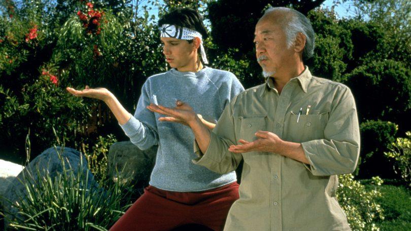 Daniel e il maestro Miyagi in una scena di Karate Kid III - La sfida finale