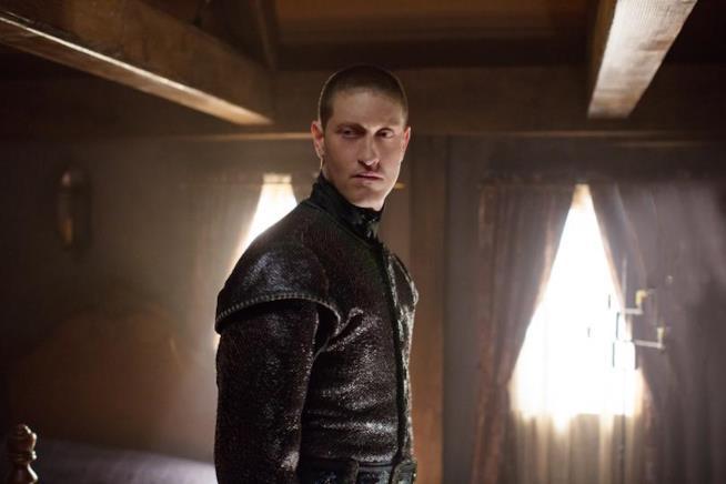 La Sentinella è interpretata da Samuel Roukin
