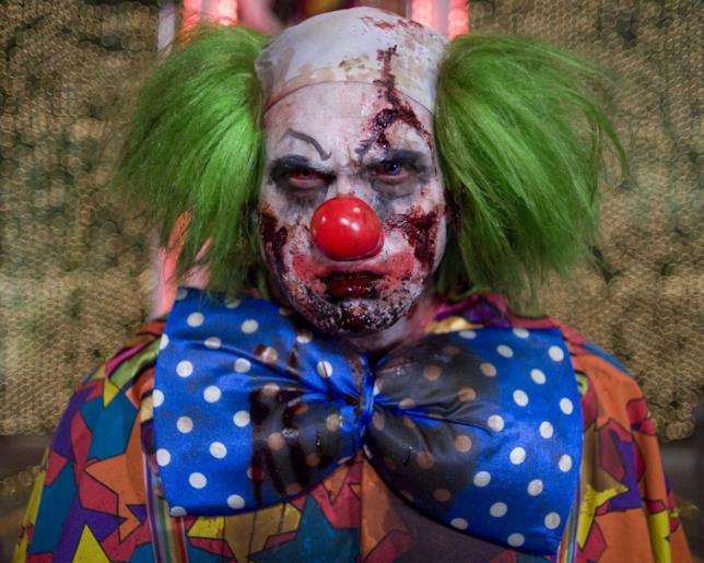 Un primo piano del clown di Zombieland