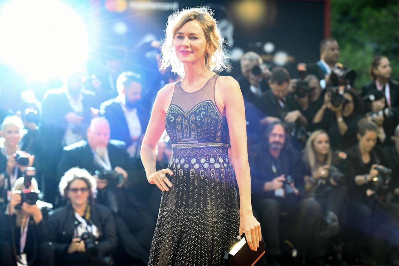 Naomi Watts posa sul red carpet di Suspiria