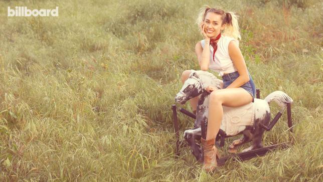 Uno degli scatti di Miley Cyrus per Billboard