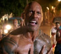 Un primo piano di The Rock in Hobbs & Shaw