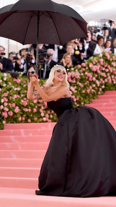Lady Gaga con il secondo abito del MET 2019