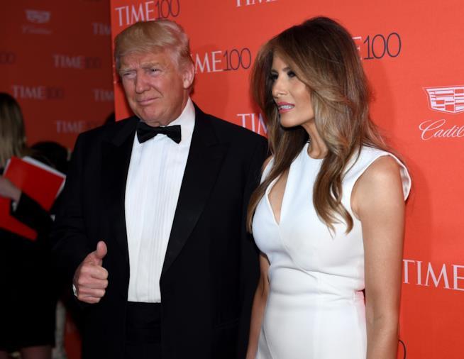 Una foto di Melania Trump con il marito
