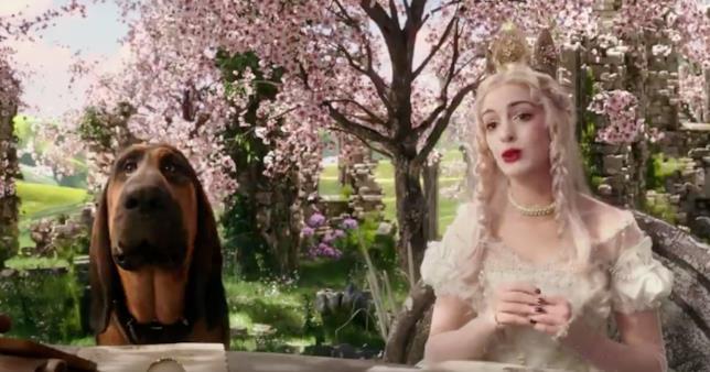 Anne Hathaway è Mirana nel secondo trailer di Alice Attraverso Lo Specchio