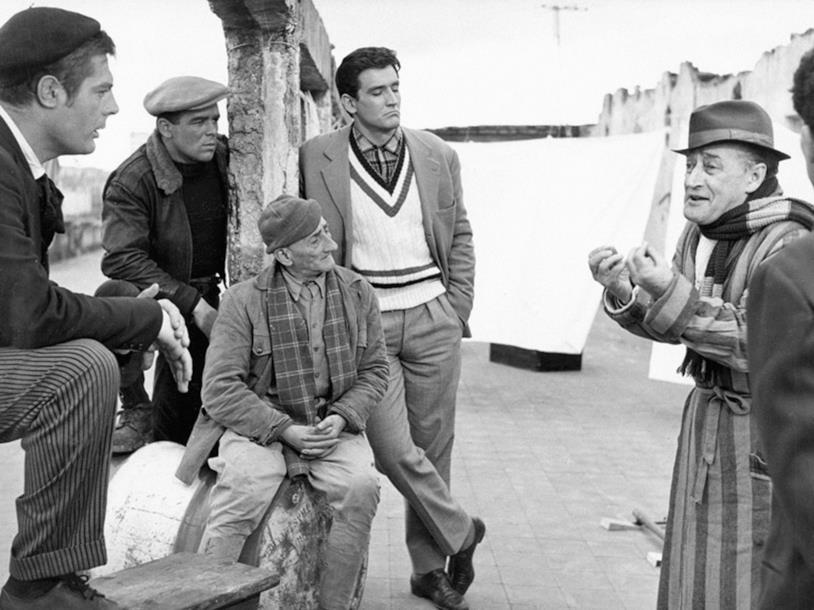 La banda del buco a lezione da Totò in una scena del film