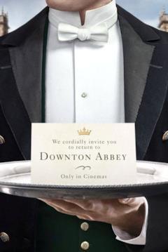 Invito alla prima di Donwton Abbey su un vassoio