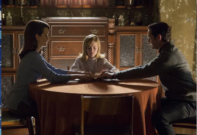 La seduta spiritica della famiglia di Ouija l'origine del male