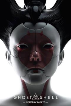 Il primo piano della geisha robotica del film