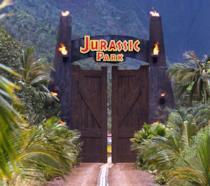 I cancelli del Jurassic Park si chiudono dopo il passaggio dei visitatori