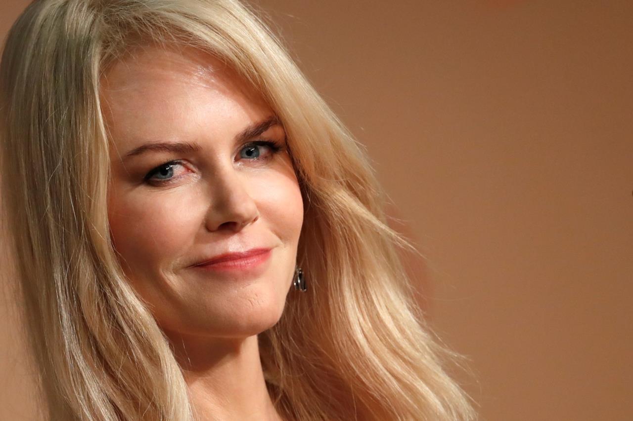 Nicole Kidman cattura l'attenzione dei fotografi nella conferenza stampa del film di Lanthimos