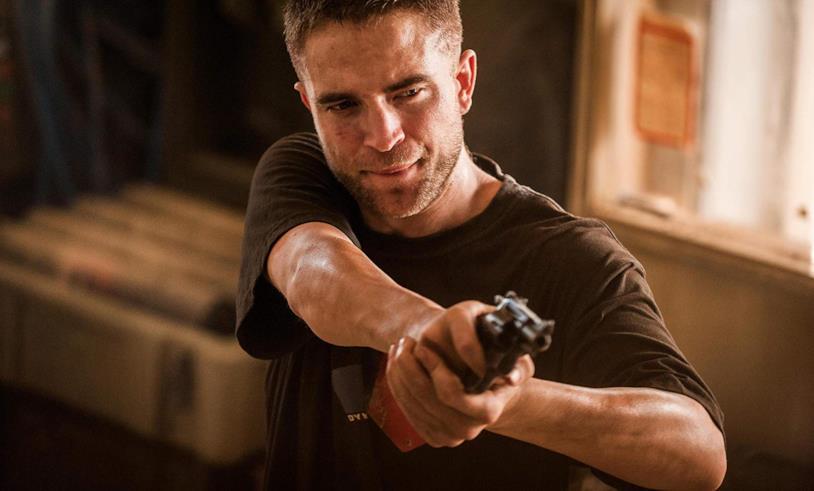 Robert Pattinson in una scena del film The Rover
