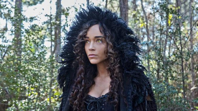 La bellissima Ashley Madekwe interpreta Tituba