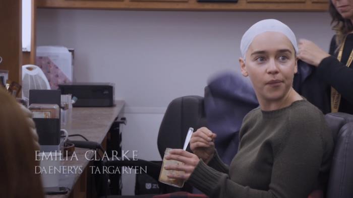 Emilia Clarke dietro le quinte di Game of Thrones 8