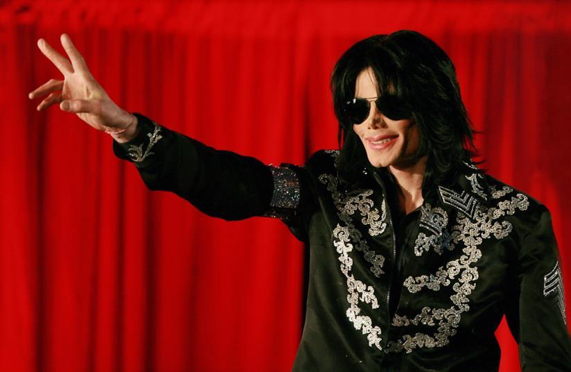 Michael Jackson durante una conferenza stampa nel 2009