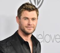 Un primo piano di Chris Hemsworth