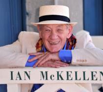 L'attore Ian McKellen sorridente