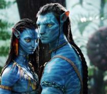 I protagonisti di Avatar in posa pensierosa
