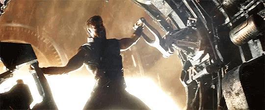 Thor starà forgiando la sua nuova arma nel trailer di Infinity War?