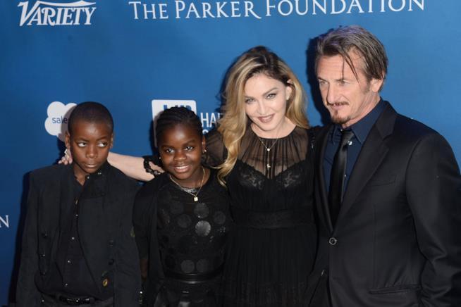 Madonna con David e Mercy in compagnia dell'ex marito Sean Penn