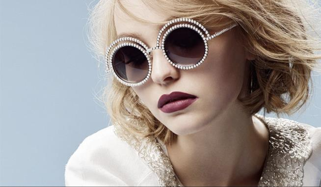 Lily-Rose Depp in uno shooting di Chanel