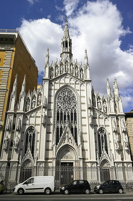 La facciata della chiesa del Sacro Cuore del Suffragio a Roma