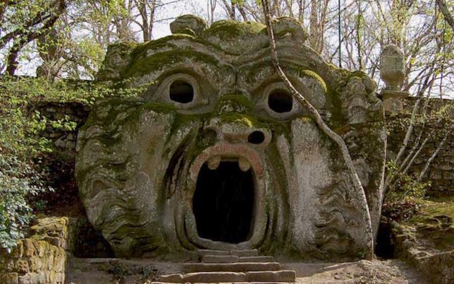 Una delle sculture del parco