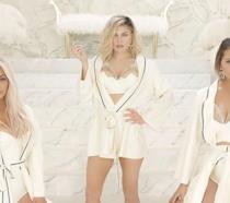 Primo piano di Kim Kardashian, Fergie e Chrissy Teigen