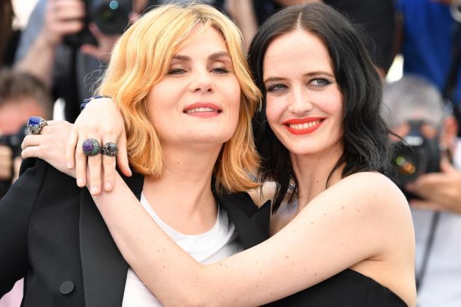 Con Emmanuelle Seigner e Eva Green la Croisette di tinge di toni lesbo chic
