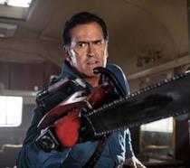 Bruce Campbell nei panni di Ash Williams, protagonista della trilogia di Evil Dead