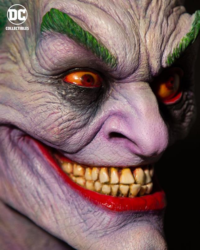 Primo piano dellosguardo del busto di Joker di Rick Baker