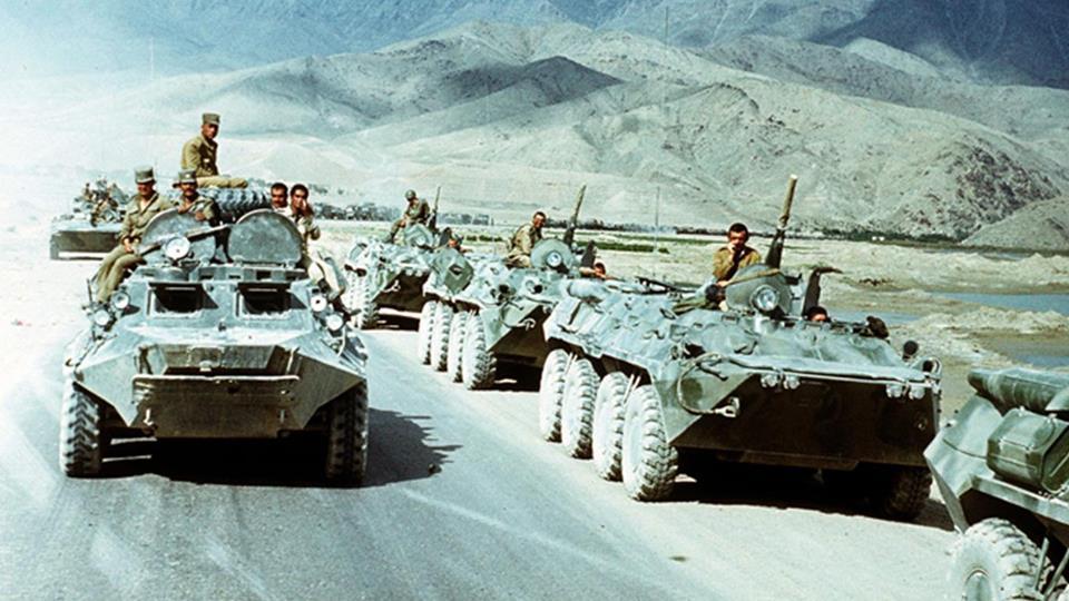 1988, 15 maggio: i sovietici iniziano a ritirarsi dall'Afghanistan. L'Armata Rossa abbandona l'area dopo più di otto anni.