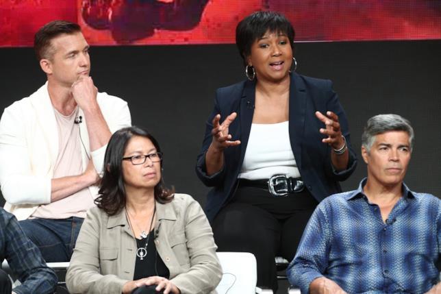 Jeff Hephner e alcuni membri del cast della serie tv Marte